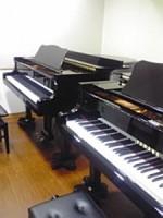池袋教室のグランドピアノ