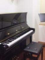 池袋教室のアップライトピアノ